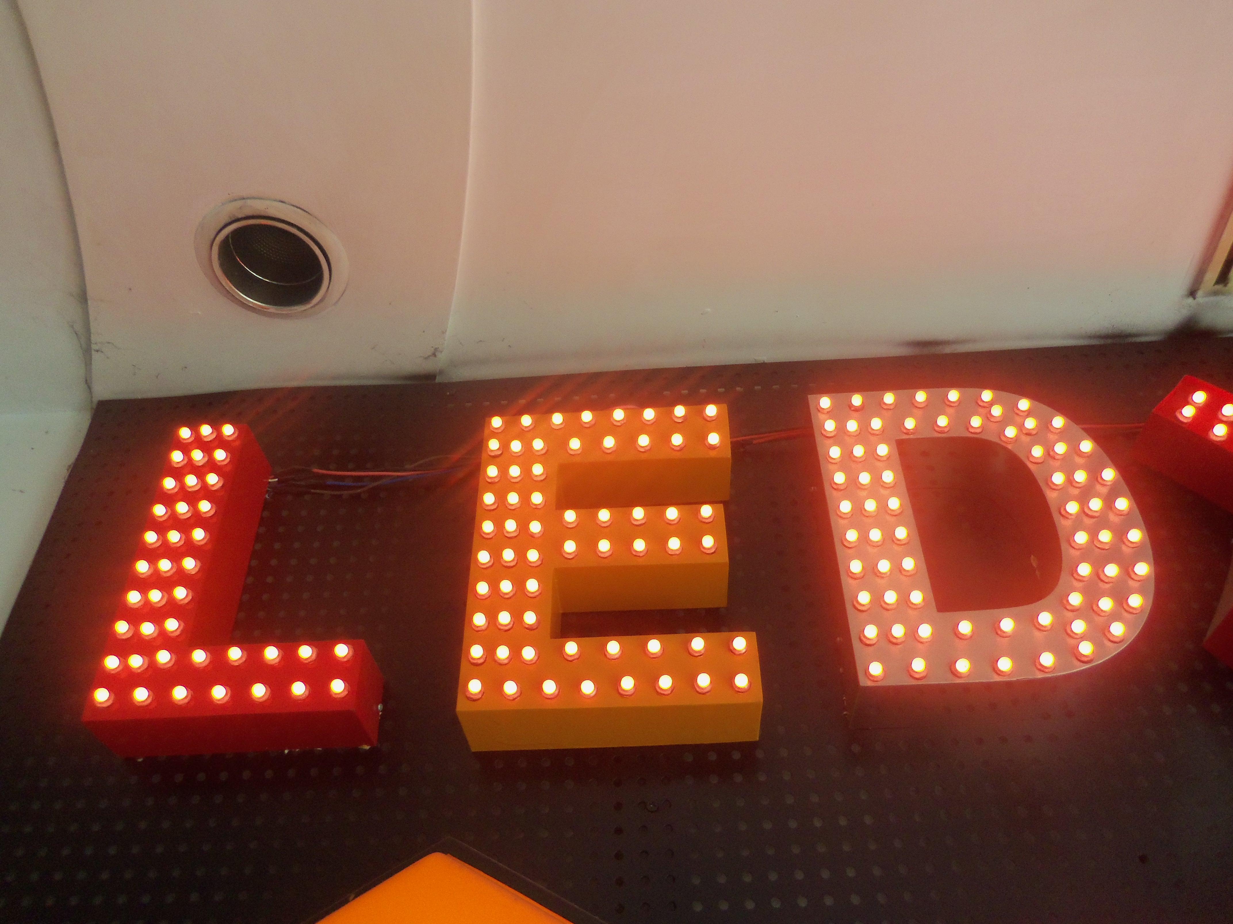 led        产品分类   背面发光字   不锈钢字   冲孔字   灯箱